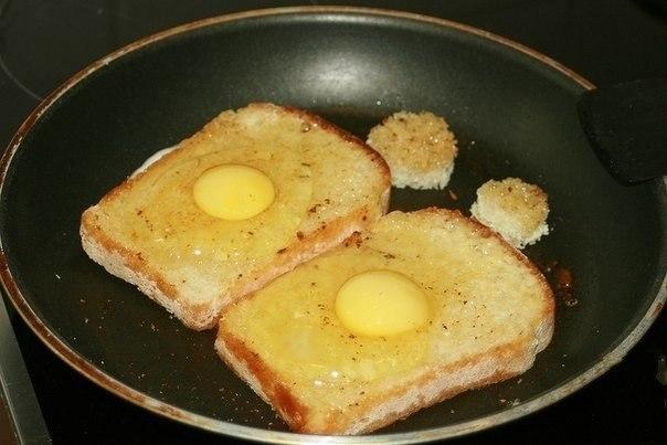 Как приготовить гренки с яйцом с фото