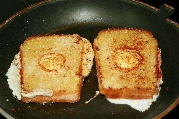 Как сделать гренки на сковороде с яйцом